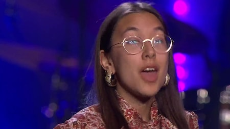Se Elvira Isip sjunga Love someone Lukas Graham i slutaudition -Idol 2019.