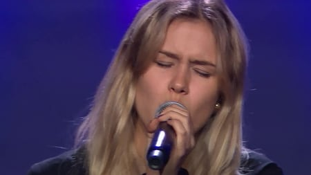 Se Moa Gitliz Schwab sjunga Love Me Like You Do av Ellie Goulding i slutaudition -Idol 2019.