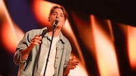 Simon Karlsson sjunger Way down we go av KALEO i Idols kvalvecka 2020